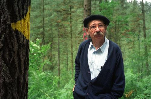Agustín Ibarrola en el Bosque de Oma
