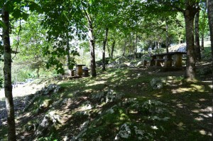 Merenderos en la Cueva de Santimamiñe